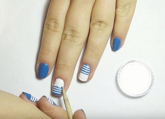 Дизайн на короткие ногти черный