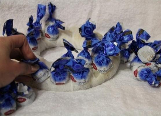 Венки из конфет своими руками мастер класс